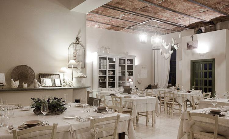 Ristorante a casa di babette rosignano monferrato for Arredamento provenzale roma