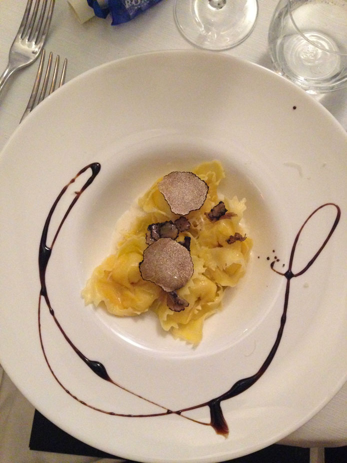 ravioli di crostacei con tartufo nero estivo