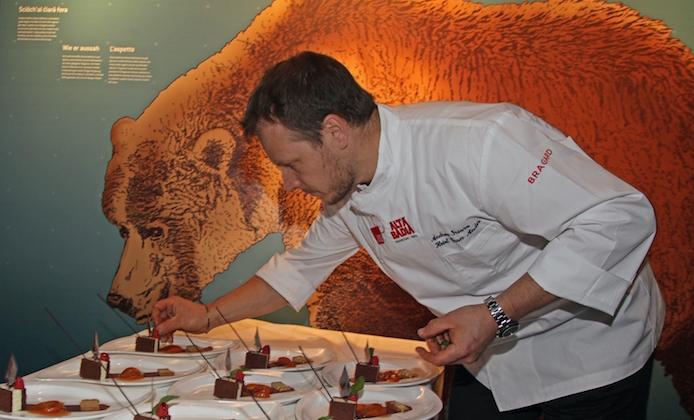a cena con l'orso in val badia