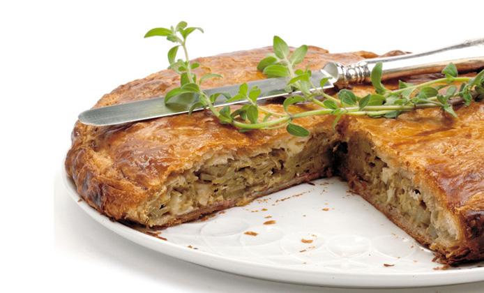 torta sfogliata di carciofi e Camembert