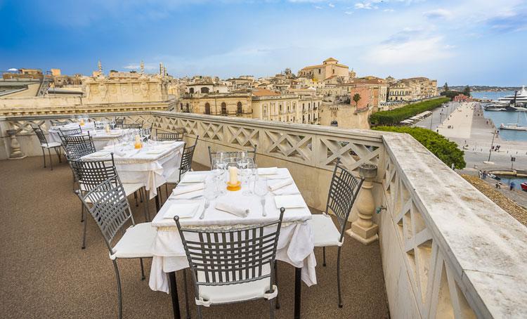 La terrazza sul mare del grand hotel ortigia recensioni for Siracusa hotels ortigia