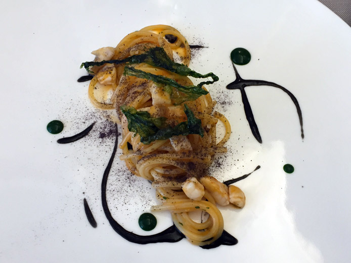 Spaghetti con ragù di pesce di scoglio, bergamotto e 'nduja