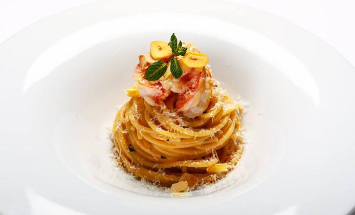 alessandro-narducci-Spaghettone-ajo-e-ojo-gamberi-pecorino-menta-e-limone