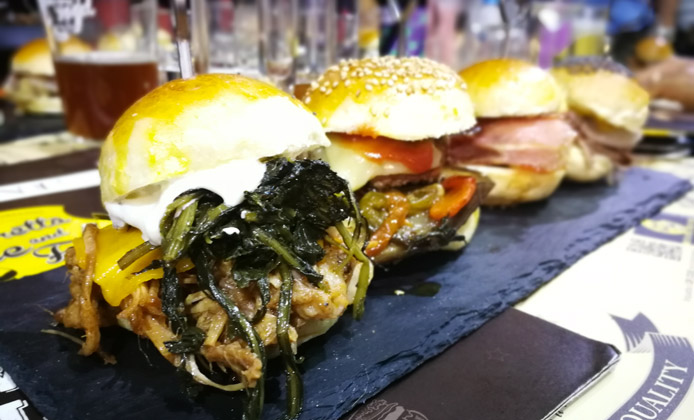 mini burger birretta wine food