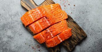 ricetta filetto di salmone al pepe verde