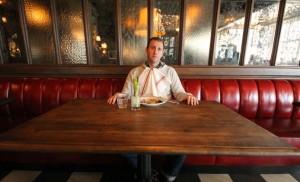 mangiare da soli al ristorante